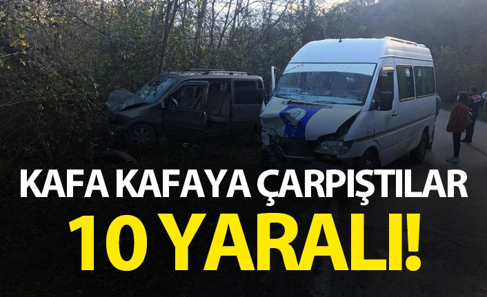 Yolcu minibüsüyle hafif ticari araç çarpıştı: 10 yaralı