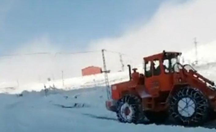 2 bin 200 rakımlı Eğribel Geçidi kar altında