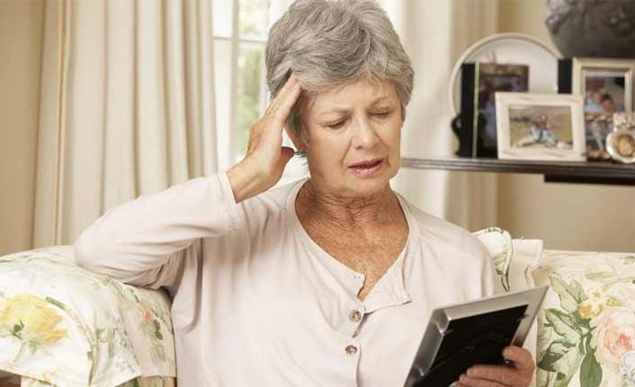 Alzheimer yaşlı hastalığı değil, erken tanı önemli!