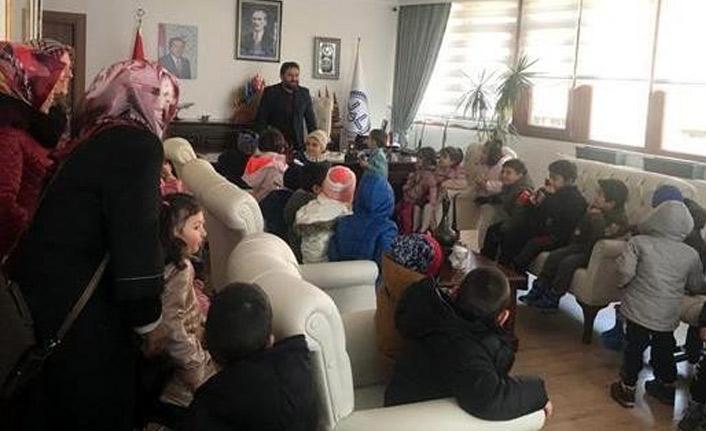Bayburt'ta Afganlı aileye yardım