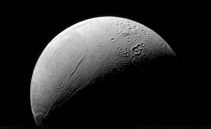 Satürn'ün uydusu Enceladus'taki 'kaplan sırtı deseni' nin sırrı çözüldü