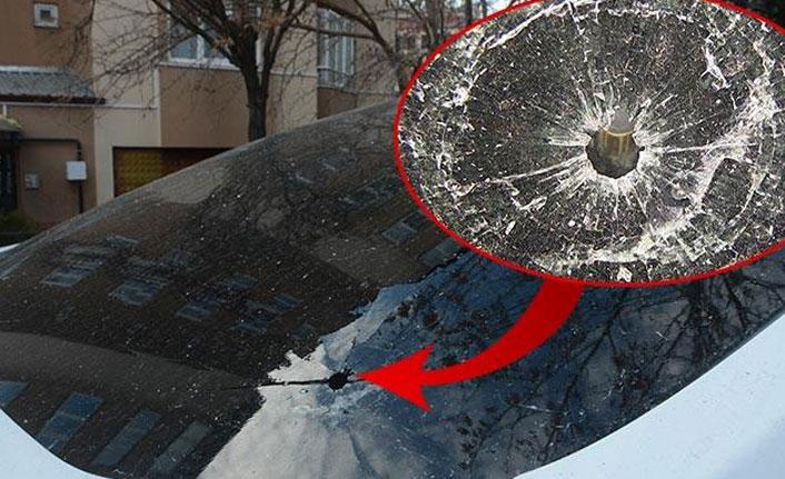 Polis memurunun aracına mermi isabet etti!