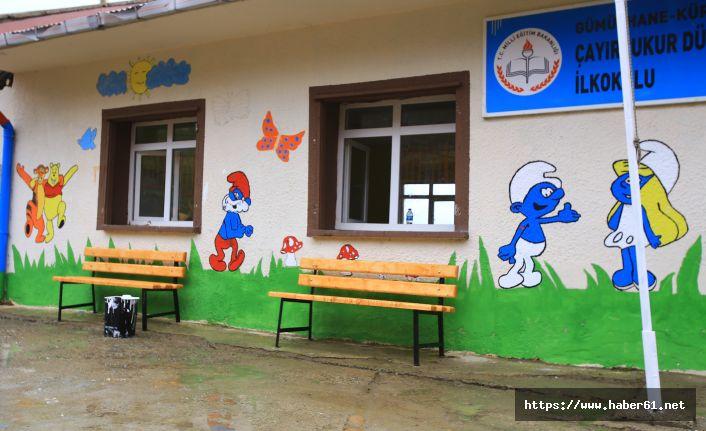 Üniversiteli öğrenciler köy okulunu yeniledi