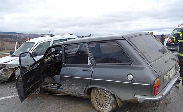 Kütahya'da otomobiller çarpıştı: 1 ölü, 2 yaralı