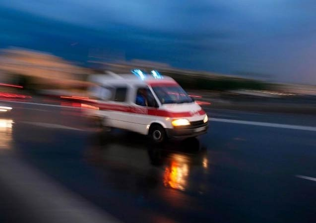 Hafif ticari araçla otomobil çarpıştı: 1 ölü, 3 yaralı