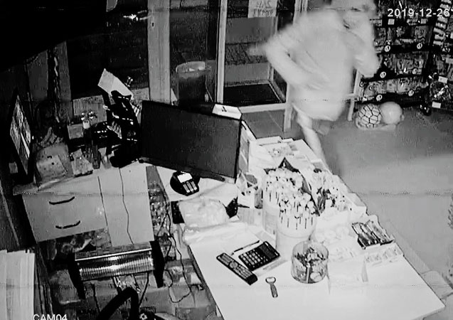 Gediz'de market hırsızları yakalandı
