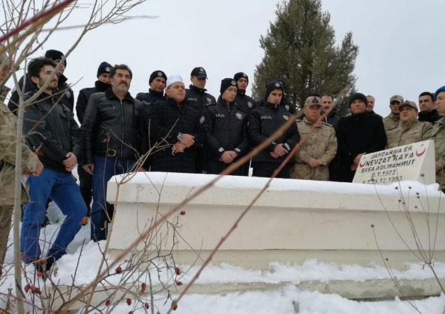 Şehit Nevzat Kaya şehadetinin yıl dönümünde mezarı başında anıldı