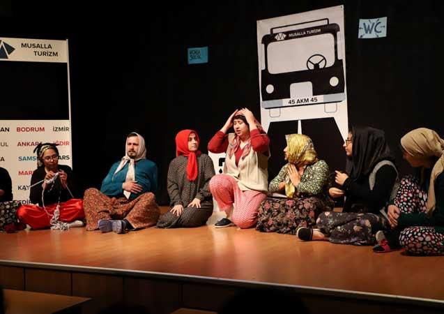Turgutlu'da tiyatro sevgisi salona sığmadı