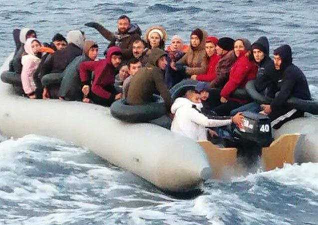 Kuşadası'nda lastik botta 31 kaçak göçmen yakalandı