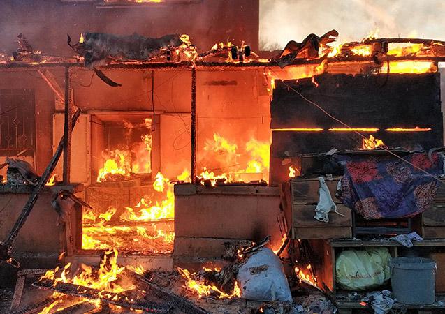 Samsun'da bir ev alev alev yandı