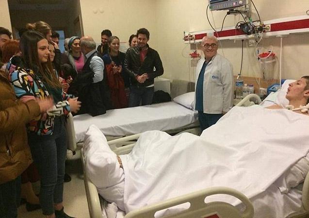 Dizi oyuncularından hastane ziyareti
