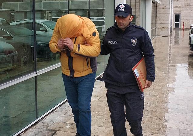 Hırsızlıktan aranıyordu polis merkezinde yakalandı!
