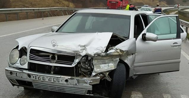 Trabzon plakalı araç Samsun'da kaza yaptı: 4 yaralı