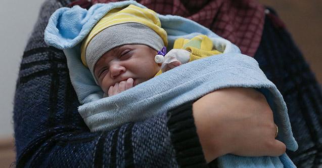 Yaşamaz denilen Ömer bebek yaşama böyle tutundu!