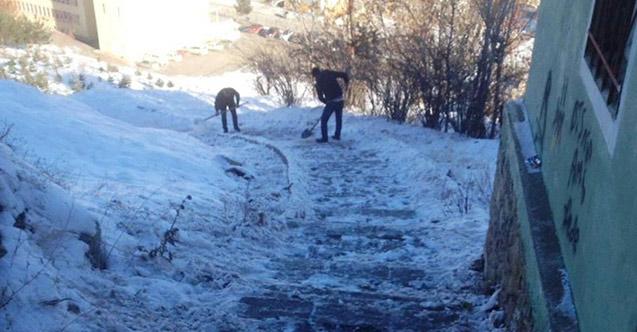 Bayburt'ta buz temizliği