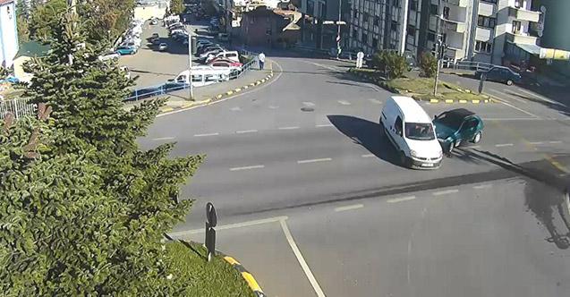 Trabzon ve Rize'deki trafik kazaları MOBESE'ye böyle yansıdı