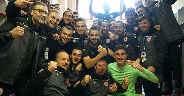 Samsunspor galibiyeti kutluyor