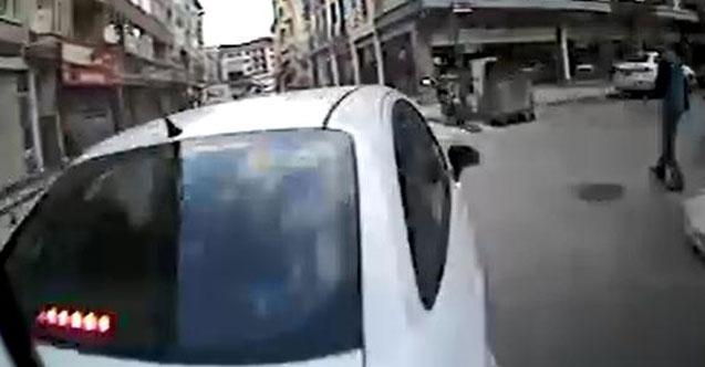 Halk otobüsü, otomobile çarptı! Faciadan dönüldü