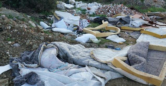Ormanda çıkan 65 ton çöp görenleri şok etti