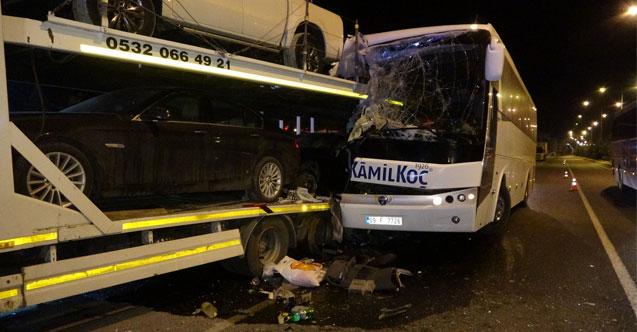 Uşak'ta yolcu otobüsü kaza yaptı