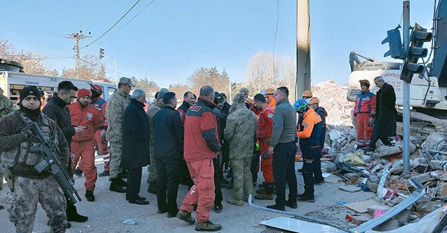 Trabzon'dan Elazığ'a kurtarma ekibi! Çalışmalara katıldılar