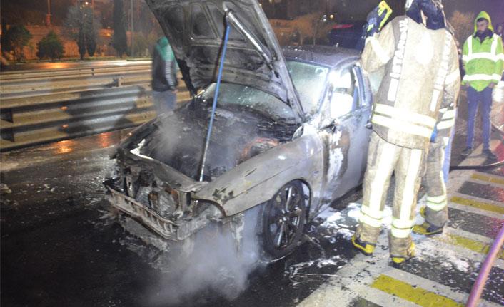 Fatih Sultan Mehmet köprüsünde yanan araç korkuttu