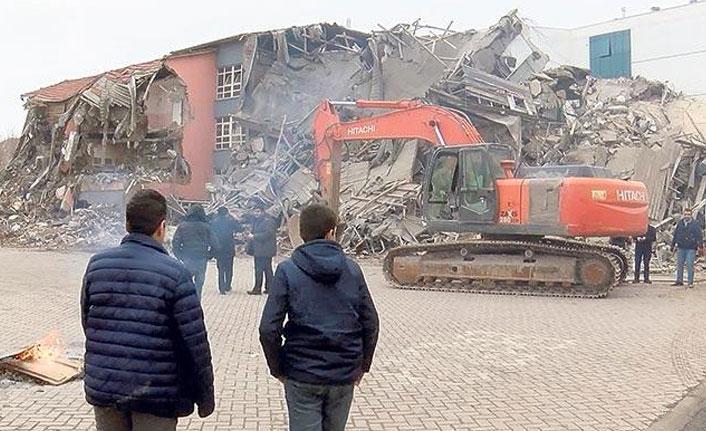 Deprem bölgelerinde yarıyıl tatili uzatıldı