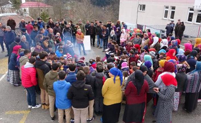 Riskli okul kapatıldı, veliler eylem yaptı