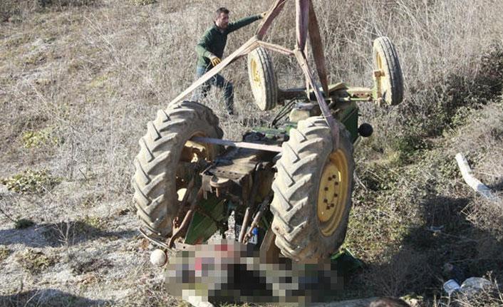Şarampole yuvarlanan traktöründe ölü bulundu