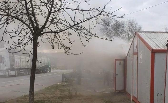 Yoksul vatandaşın barındığı konteyner yandı