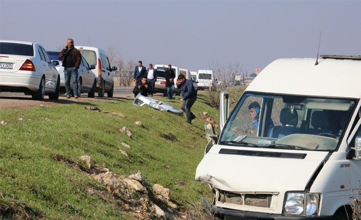 Şanlıurfa'da otomobil ile minibüs çarpıştı