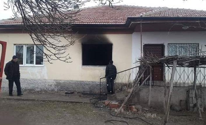 Yangında dumandan etkilenen yaşlı kadın hayatını kaybetti