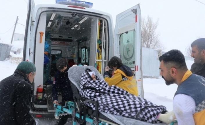 Felçli kadın 4 saatin sonunda hastaneye ulaştırıldı