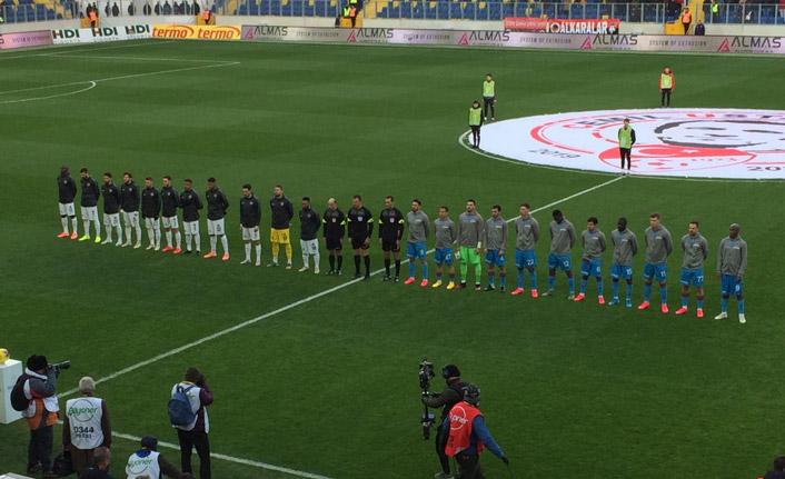 Gençlerbirliği - Trabzonspor maçı öncesi saygı duruşu