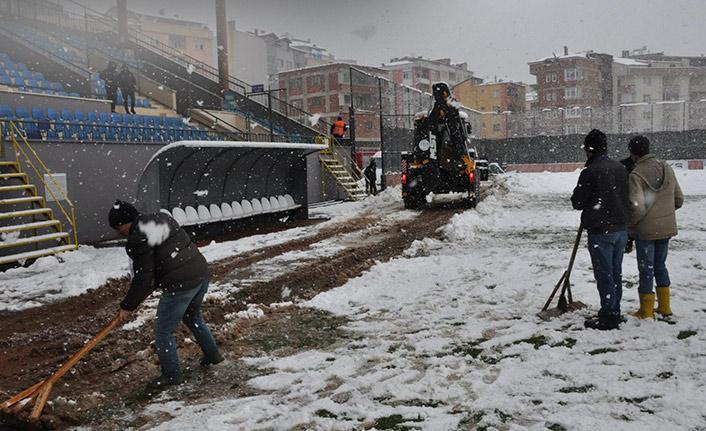 Kar yeşil sahayı da vurdu! Trabzon takımının maçı iptal edildi!