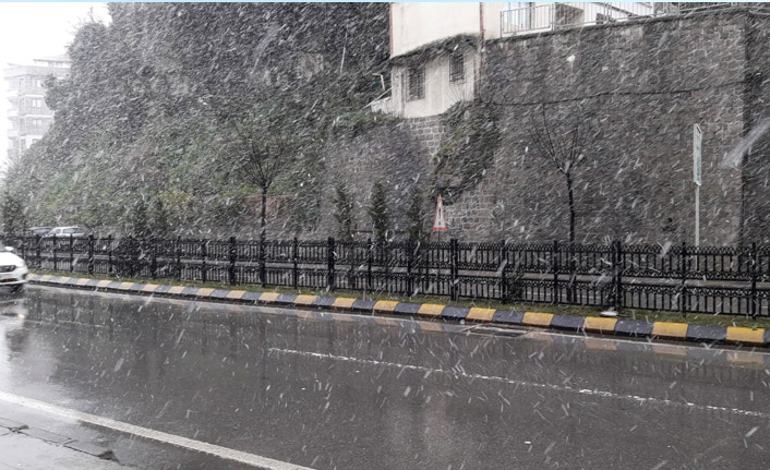 Trabzon merkezine kar yağışı başladı!