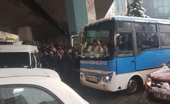 Trabzon'da Dolmuşlar çalışmadı belediye devreye girdi