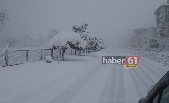 Devlet Sahil Yolu'nu kar kapladı