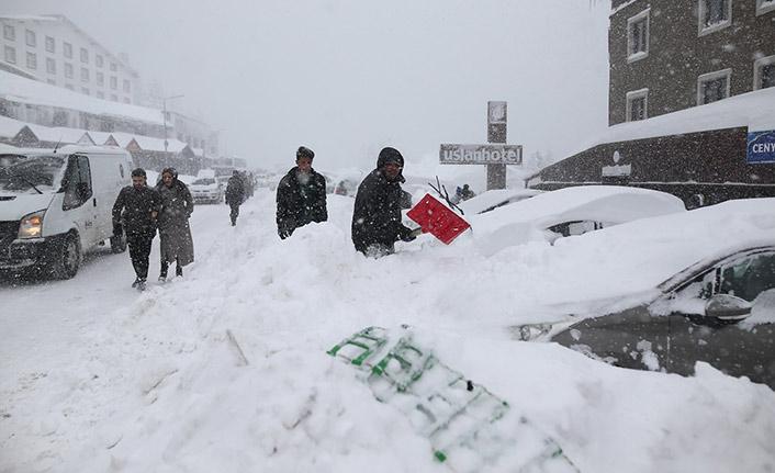Kar altında kalan araçlarını böyle aradılar