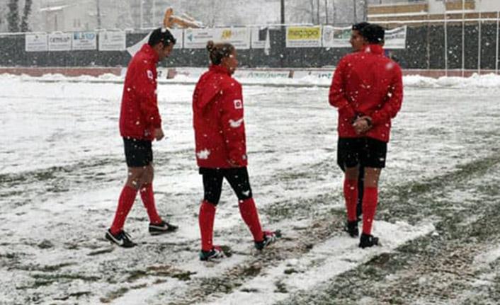 Karadeniz'de futbola kar engeli!