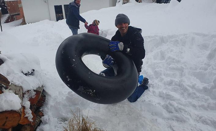Rize'de kar esareti eğlenceye dönüştü