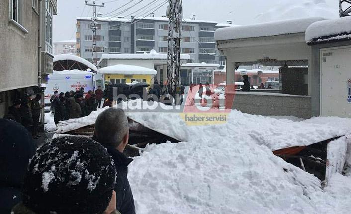 Artvin'de pazar yeri çöktü 1 kişi yaralandı