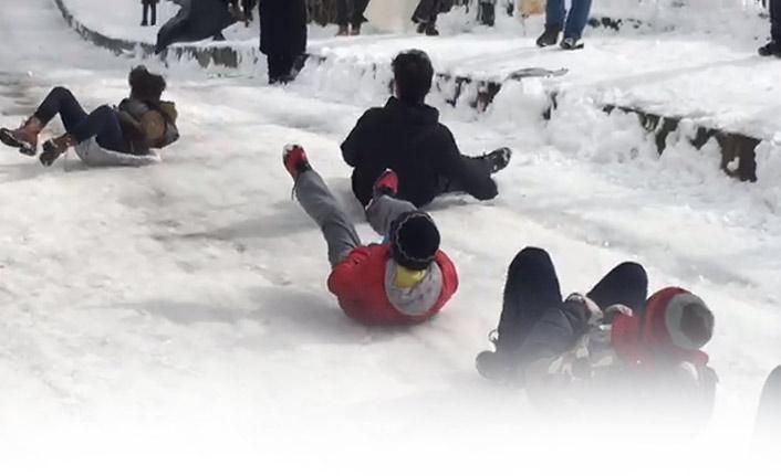 Trabzon beyaz esareti eğlenceye çevirdi! Çukurçayır kayak tesisleri açıldı!
