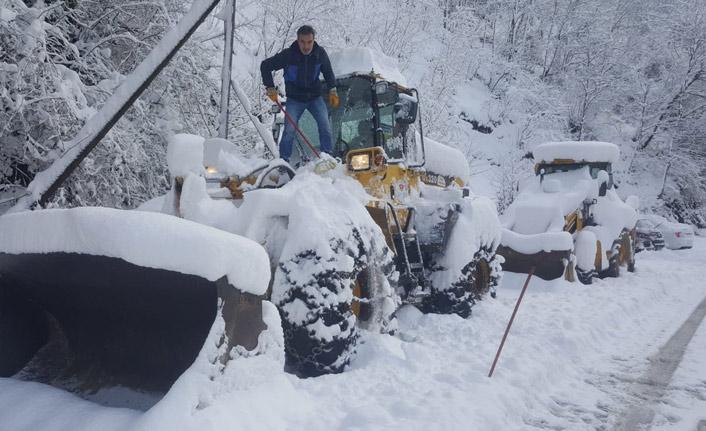 Trabzon'da kar temizleme çalışmaları devam ediyor