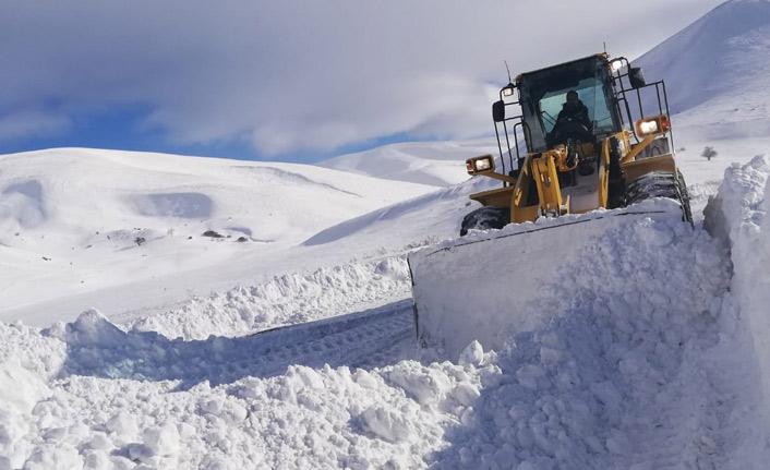 Doğu Karadeniz'de 988 köy yolu kapalı!