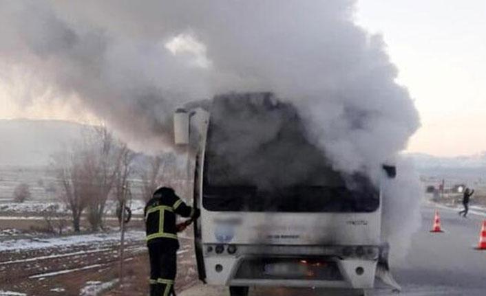 Servis midibüsünde yangın! Öğrenciler tahliye edildi