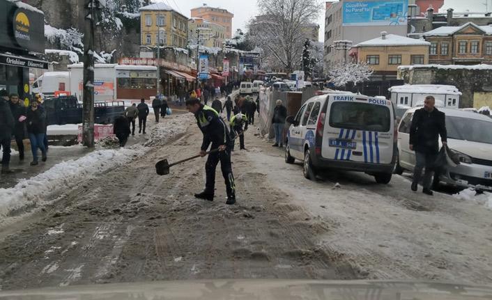 Trabzon'da polisten kış lastiği denetimi
