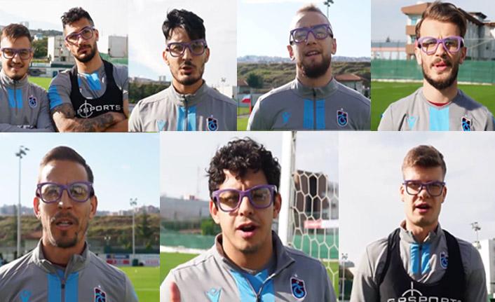 Trabzonsporlu futbolcular gözlükleri taktı ve destek verdi
