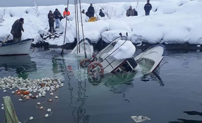 Trabzon'da kar nedeniyle iki tekne battı