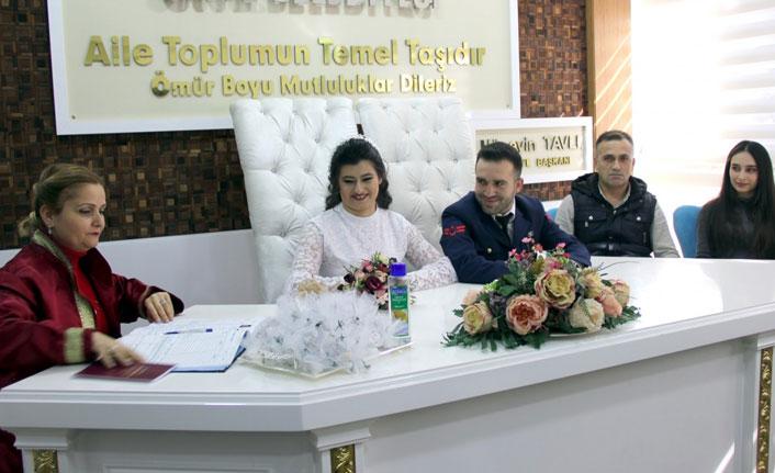 Uzman çavuş, nikahına üniformasıyla katıldı